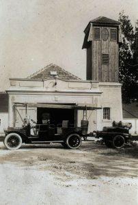 Der Mannschaftswagen mit Spritzenanhänger – 1925